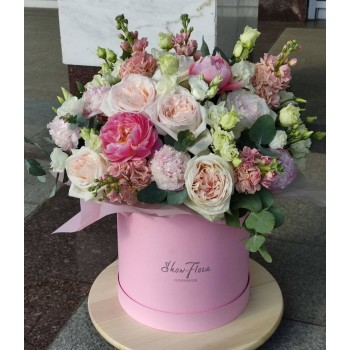 Розы и пионы в коробке «Мармелад»