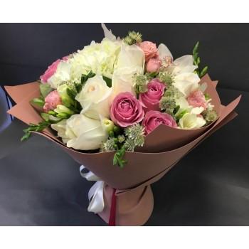 Букет роз и орхидей «Адель»