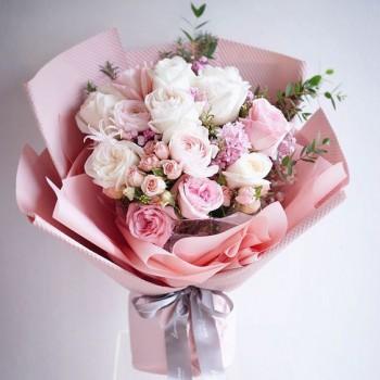 Букет с пионовидными розами «Астрея»