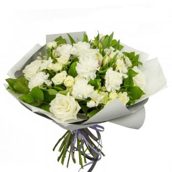 Букет из кустовых роз и гвоздики «Алмаз»