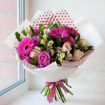 Розы и герберы в букете «Сон»