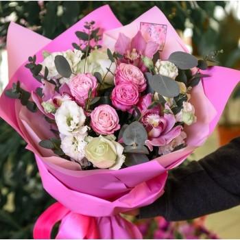 Букет с орхидеями и розами «Привязанность»