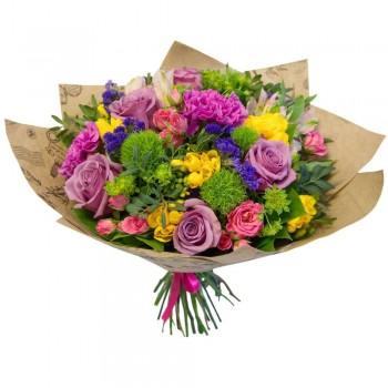 Букет с фрезией и розами «Ассорти»