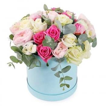 Розы в круглой коробке «Акварель»